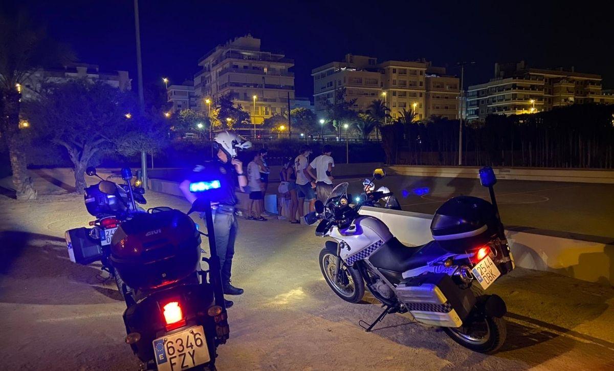 La Policía Local de Elche abre 96 actas por consumo de alcohol en la calle y 18 por intervención de pirotecnia