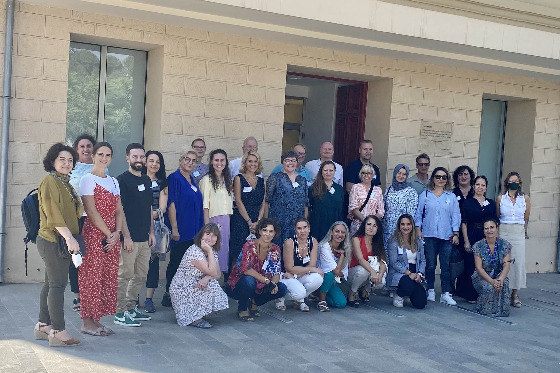 Docentes y pedagogos europeos se reúnen en el Instituto Alicantino de la Familia para debatir sobre el papel de los padres en la educación de sus hijos