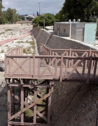 Último paso para iniciar las obras de rehabilitación de la pasarela de la Albufereta