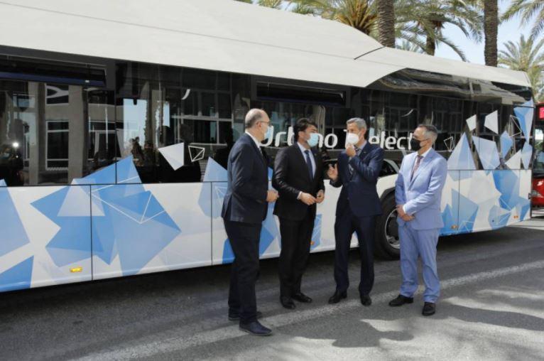 Los autobuses del transporte urbano recuperan el aforo completo a partir del jueves