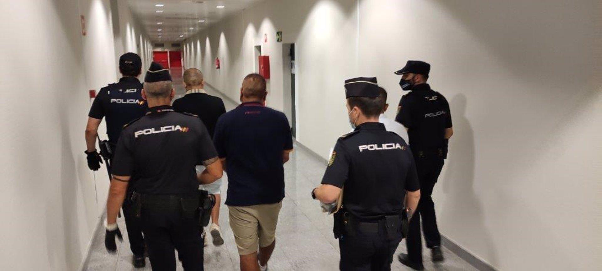 Detenido un grupo organizado especializado en hurtos en el Aeropuerto de Alicante-Elche