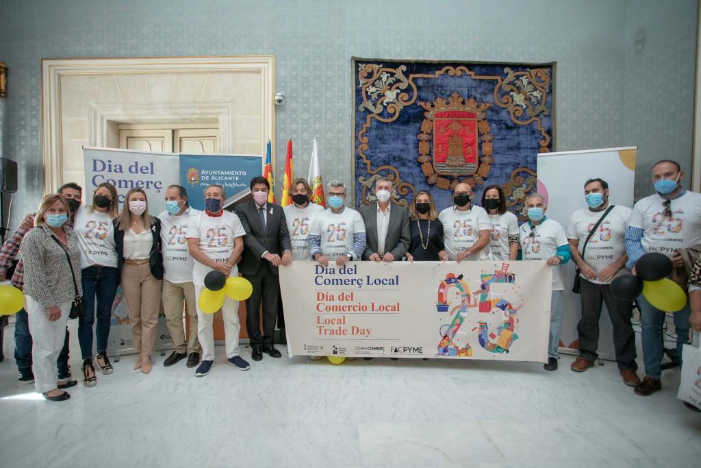 Barcala respalda al comercio de proximidad y anuncia más ayudas, campañas y bonos