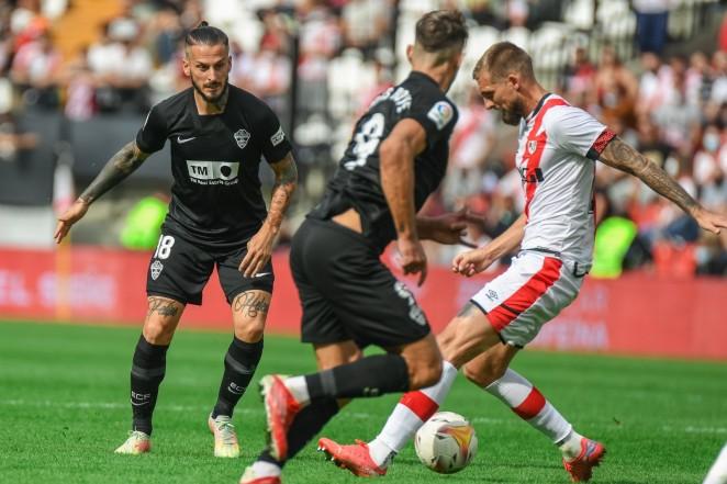 El Elche cae derrotado en Vallecas (2-1)