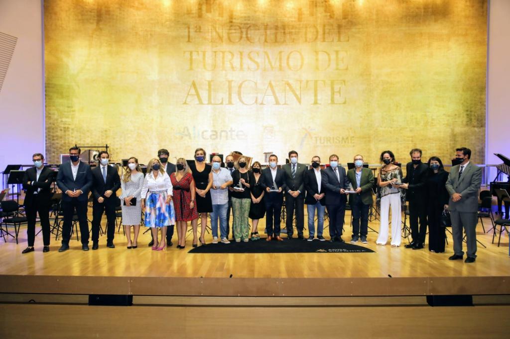 Alicante homenajea al sector turístico por su esfuerzo y entrega a la ciudad