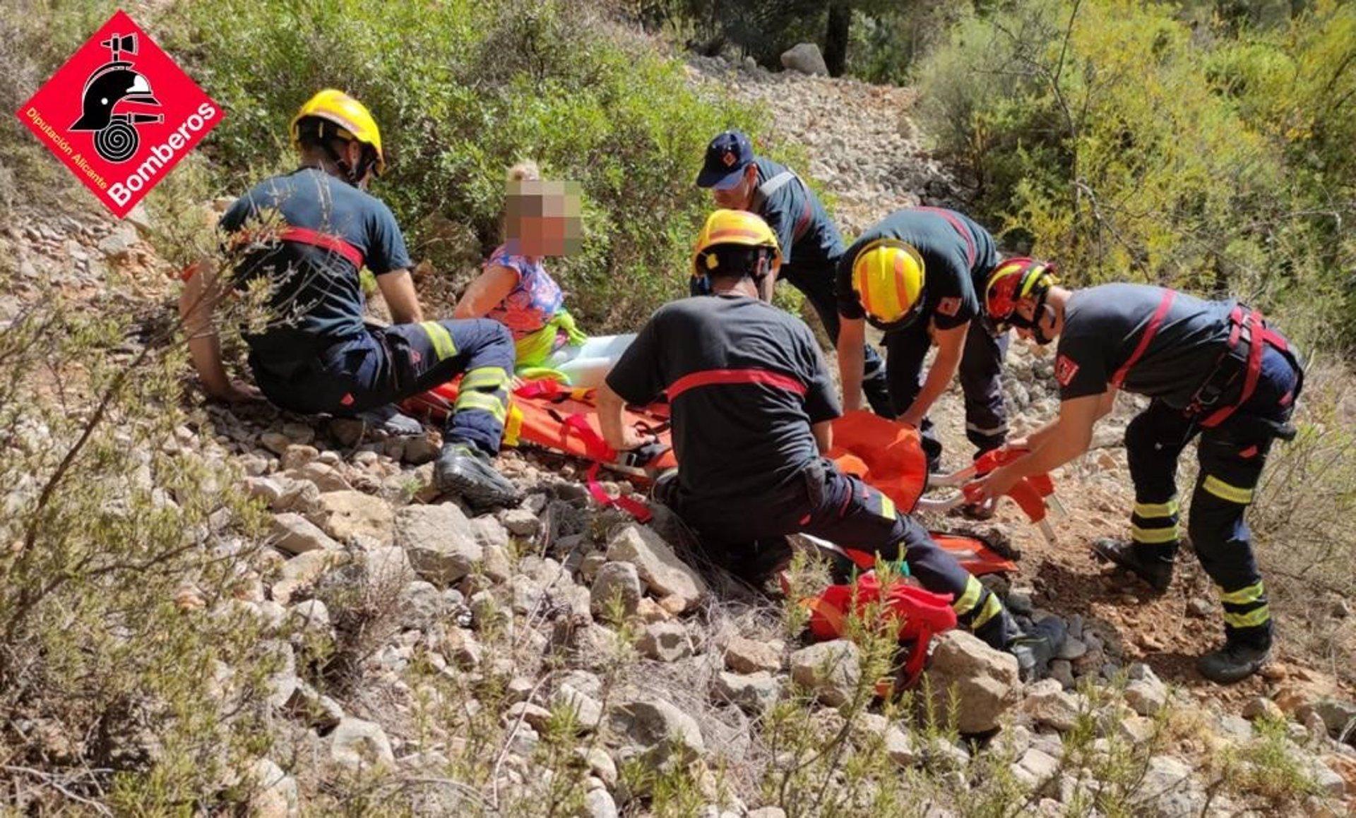 Rescatada una mujer tras sufrir una caía en la ruta de les Fonts d'Algar en Callosa d'En Sarrià