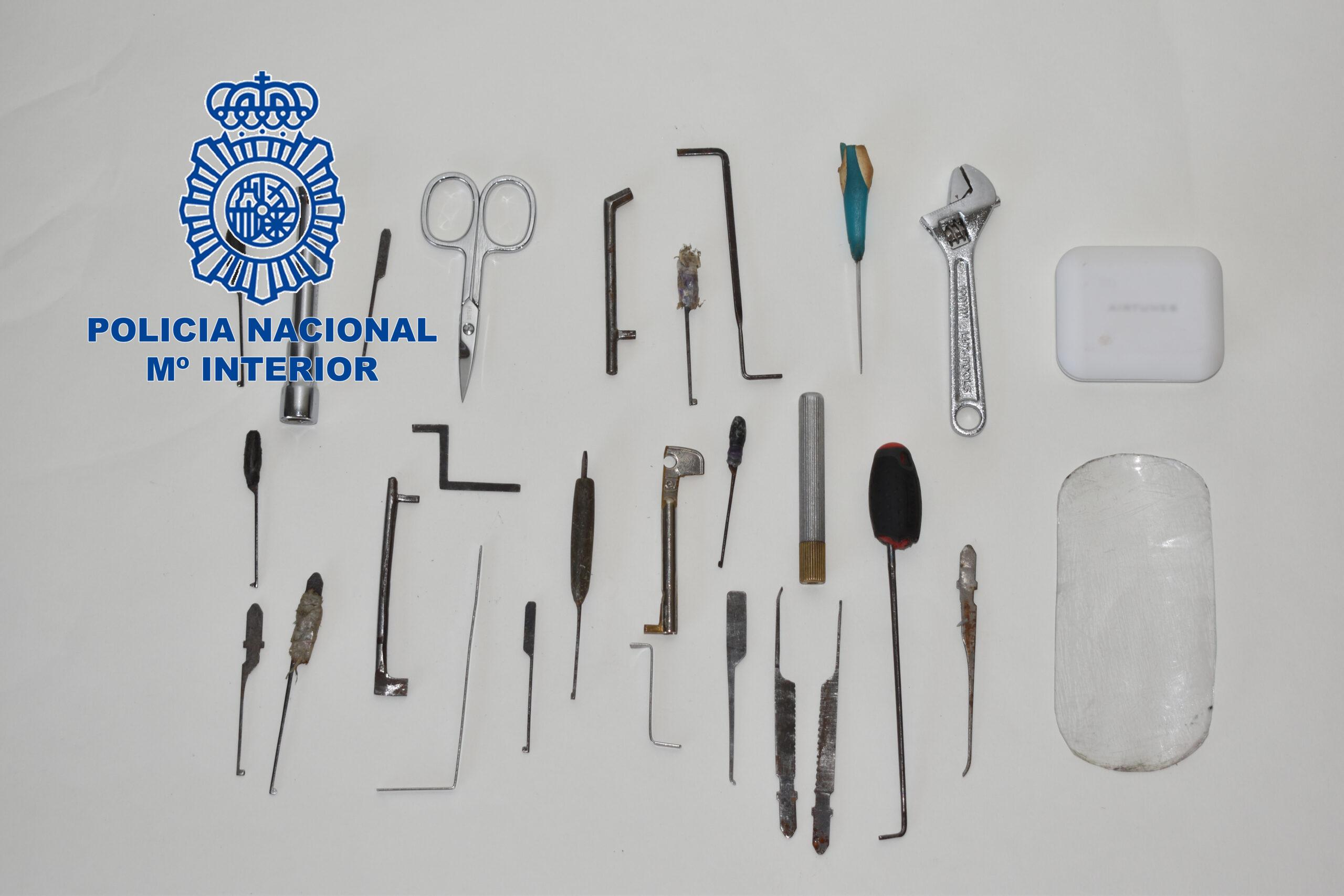 La Policía Nacional detiene a dos individuos por robos con fuerza en viviendas especializados en apertura puertas con ganzúas